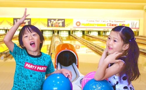 家族と友達と!|松山でボウリングをするなら松山中央ボウル|大型車両駐車可能|